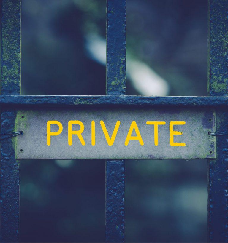 Płot i bariery zapewniają prywatność