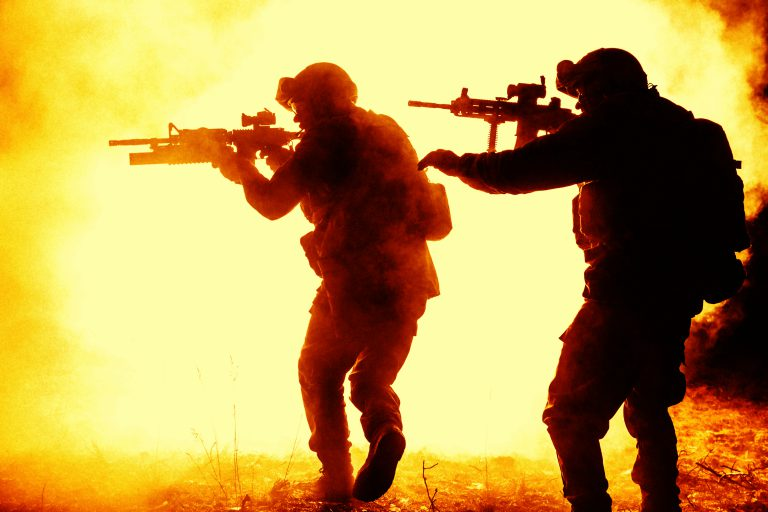 Żołnierze zabezpieczają teren