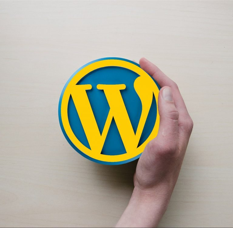Żółte logo Wordpress