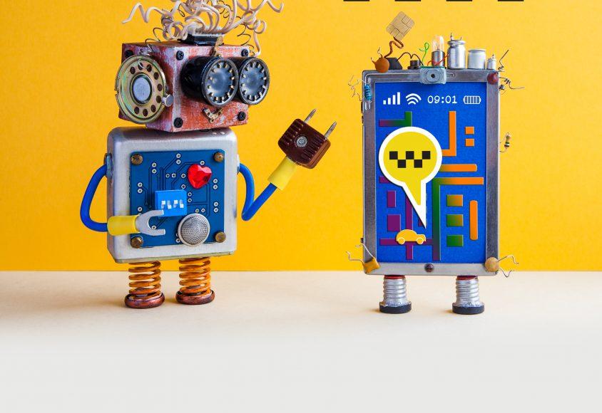 Dwa roboty pomagają