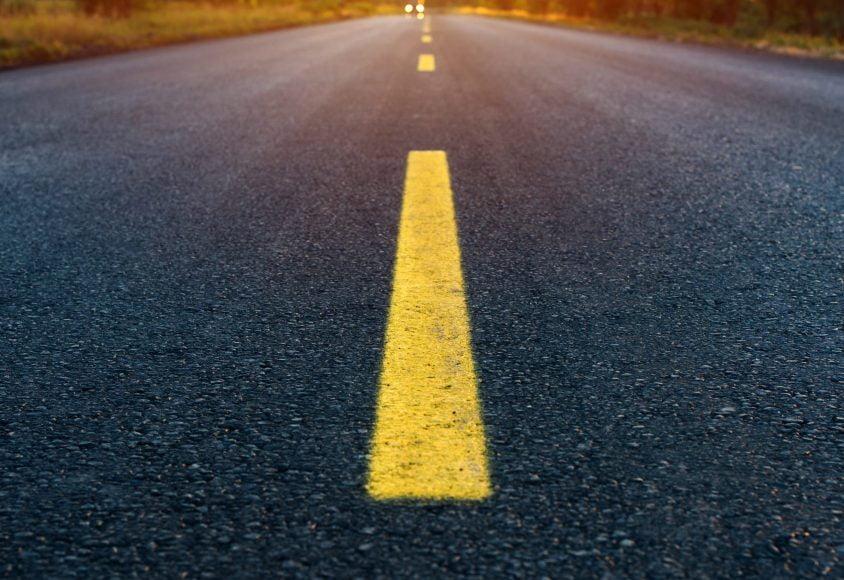 Droga rozdzielona kreską