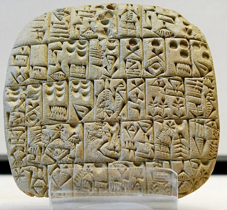 Rejestracja domeny a tabliczka pisma klinowego sprzed 4 tysięcy lat. Najstarsze pismo może mieć znaczenie, kiedy myślisz o myślniku w nazwie domenowej.